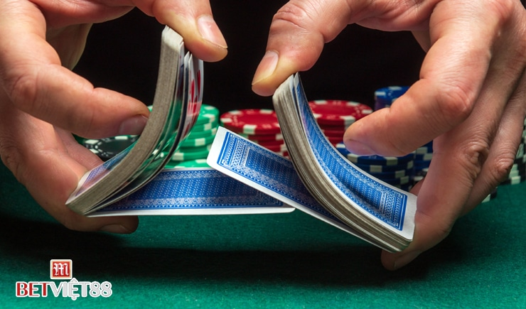Cách chơi Poker Omaha trực tuyến cơ bản hiện nay